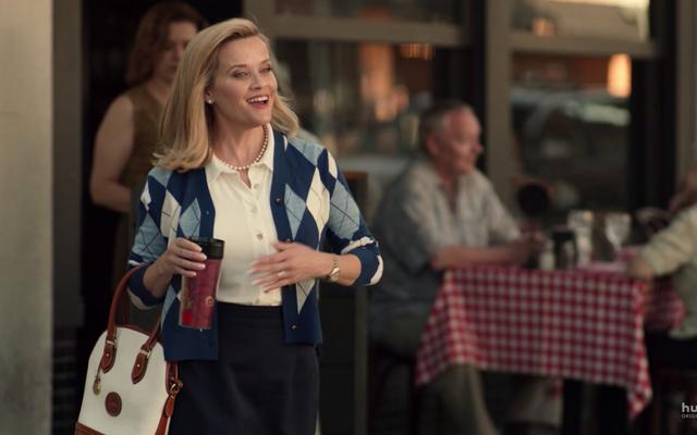 การชื่นชมกระเป๋า Dooney & Bourke ของ Reese Witherspoon ในเรื่อง Little Fires ทุกที่