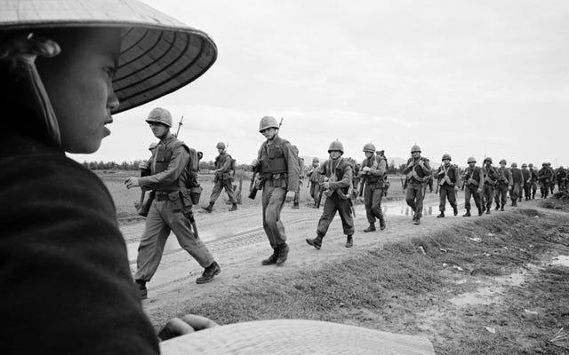 ケン・バーンズとリン・ノヴィックは、ベトナム戦争の恐怖を、それを目撃するには遅すぎて生まれた人々にもたらします