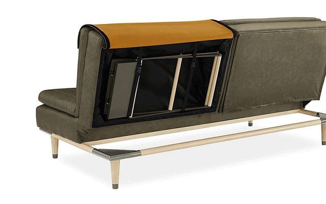 省スペースのソファベッドには、中に隠された追加の家具が備わっています
