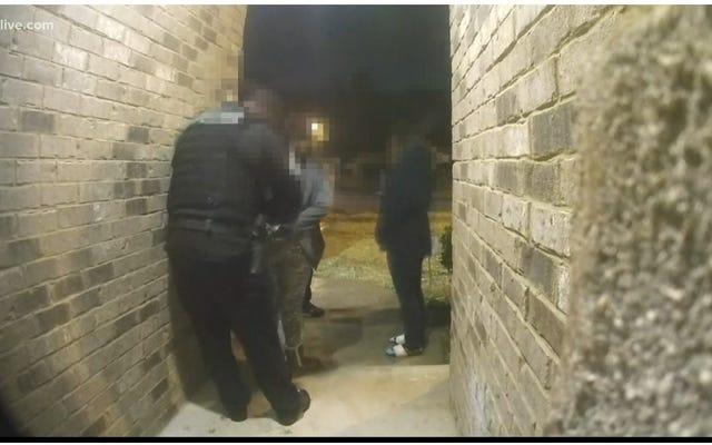 Cảnh sát sẽ không ngừng còng tay trẻ em da đen: Bé gái 11 tuổi bị giam giữ bất chấp bằng chứng xác định sai