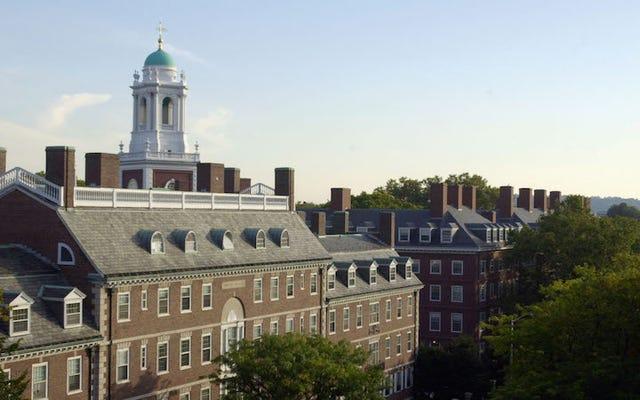 हार्वर्ड के प्रोफेसर ने यौन उत्पीड़न के आरोप में एक दर्जन महिलाओं की तुलना में अधिक के बाद सेवानिवृत्ति की घोषणा की