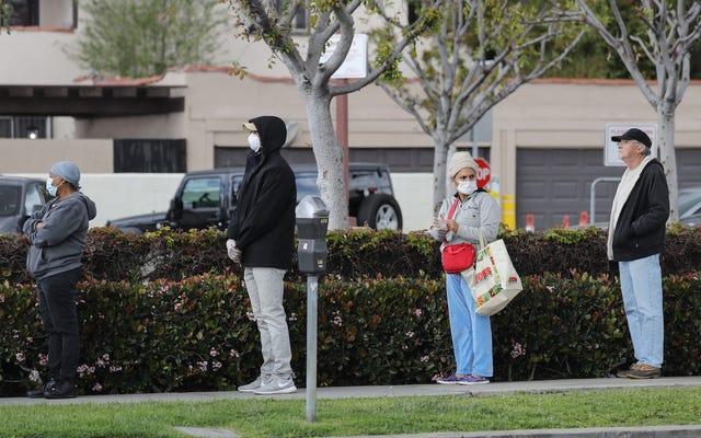 Thị trưởng Los Angeles đe dọa đóng cửa các tiện ích trong các doanh nghiệp không thiết yếu
