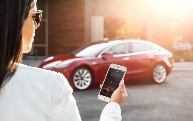 Un crash de serveurs Tesla a empêché certains utilisateurs d'ouvrir leur voiture