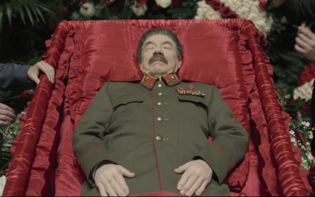 モスクワの劇場は禁止に反対し、アーマンド・イアヌッチの 『スターリンの葬送騒動』を上映