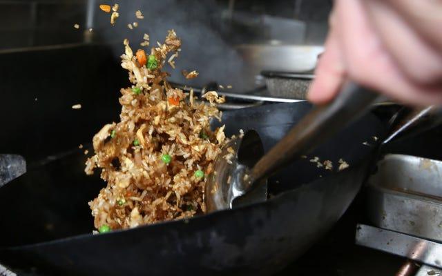 Ecco il modo migliore per preparare il riso fritto, secondo Hungry Engineers