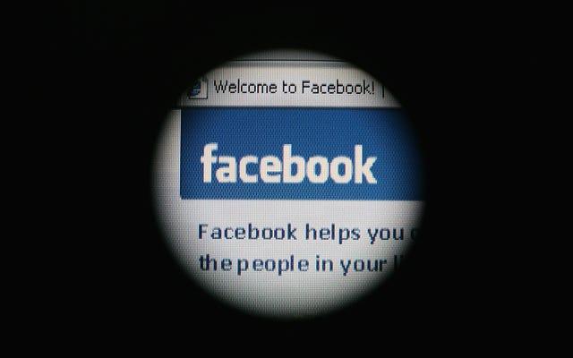 फेसबुक आखिरकार 'विवादित समाचार' को टैग करता है, हर कोई विवाद करेगा