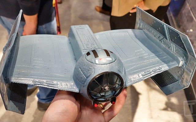 ダースベイダーロングデッドで、あなたはついに彼のTIEアドバンストファイターを飛ばすことができます