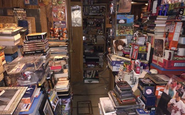 Apa yang Saya Temukan Di Bagian Bawah Koleksi Besar Barang Bisbol Ayah Saya