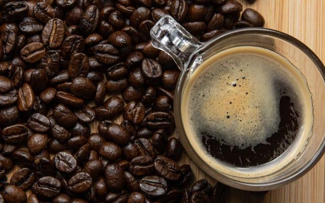 コーヒーを飲みすぎた一番の兆候は...今、何ですか?