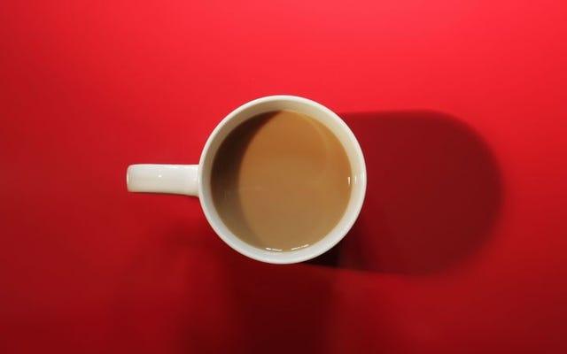 正しい順序は、コーヒー、砂糖、牛乳です(そしてそれが重要な理由)