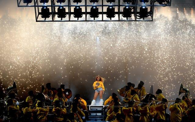 ティナ・ノウルズ-ローソンは、コーチェラの主に白人の聴衆がビヨンセのパフォーマンスによって「混乱」するのではないかと心配していました