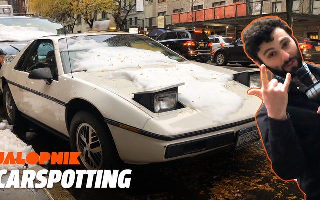 このポンティアックフィエロは本物のニューヨーク市の車です