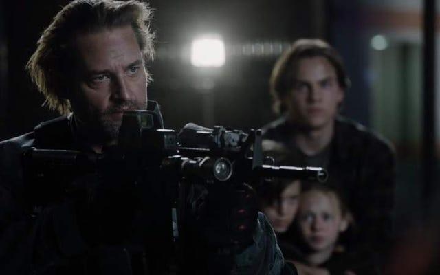 コロニーの第2シーズンは、エイリアンのクローズアップと武装した対決で終わります