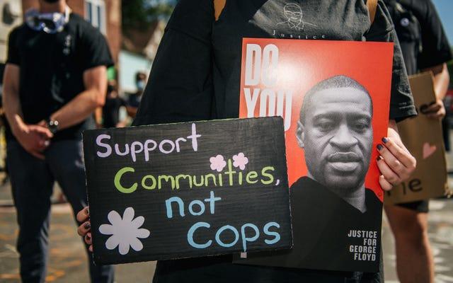 मिनेसोटा पुलिस ने पुलिस के 'डिमोनेटाइजेशन' के कारण डेरेक चाउविन परीक्षण के दौरान कुछ नौकरियां नहीं करने का सुझाव दिया