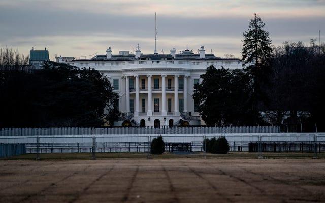 トランプ当局は気候否定のチラシを発行し、ホワイトハウスはそれらを否認します
