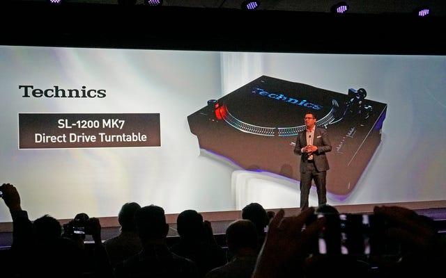 पैनासोनिक ने नई डीजे 7 के साथ अपने डीजे रूट्स के लिए टेकनीक को 1200 टर्नटेबल लौटाया