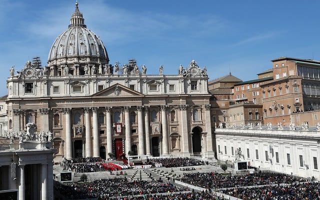 सोनी नई फिल्म फ्रेंचाइजी शुरू करने की उम्मीद में वेटिकन के ओझा के लिए जीवन अधिकार खरीदता है
