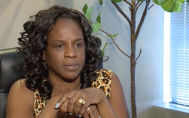 La madre dice che i medici hanno negato a sua figlia un giro in ambulanza perché pensavano che non potesse permetterselo. Sua figlia morì pochi giorni dopo