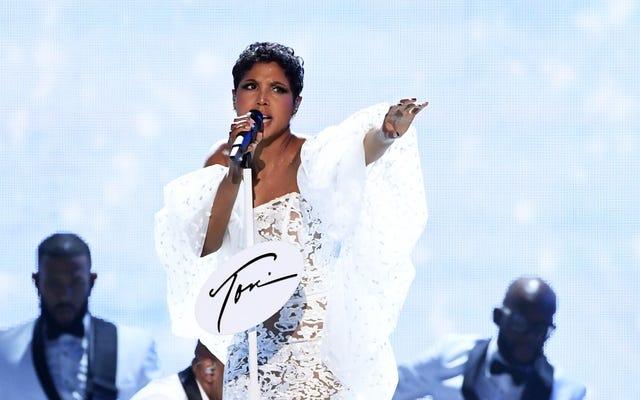 AMA 2019: Toni Braxton a déclaré qu'elle nous aimait à nouveau avec une performance nostalgique de `` Un-Break My Heart ''