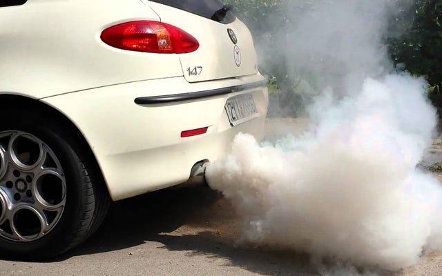 Was bedeutet der Rauch, der aus dem Auspuff Ihres Autos austritt, je nach Farbe?