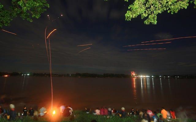 ナーガの火の玉、一年の特定の時期にメコン川から噴出する光は本当に何ですか