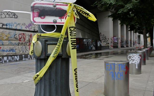 पोर्टलैंड, Ore। में संघीय कानून प्रवर्तन, अचिह्नित वाहनों में सड़कों पर प्रदर्शनकारियों को छीन रहा है