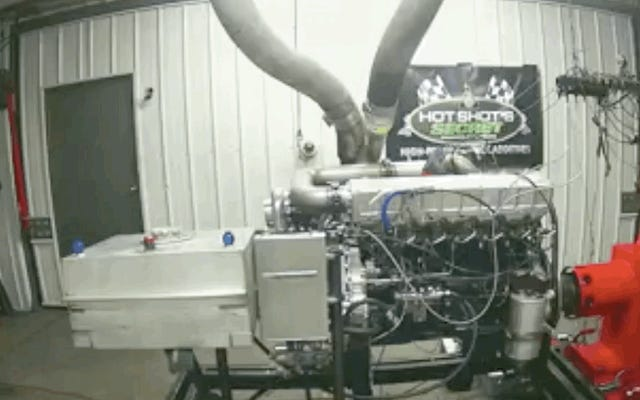 このディーゼルエンジンが神よりもブーストで爆発するのを見てください