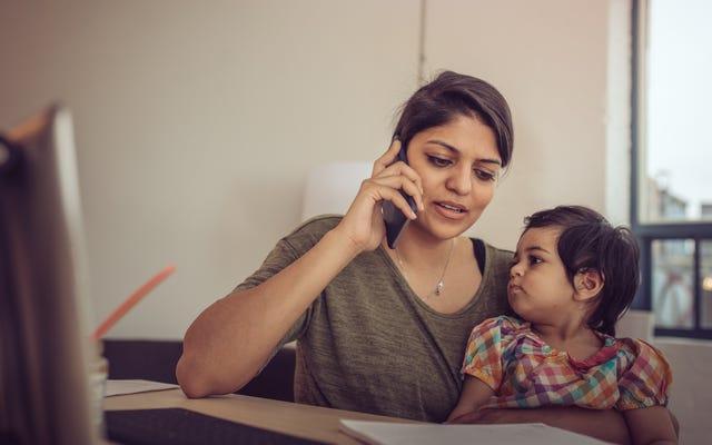 Rivela che tuo figlio è con te quando inizi una riunione telefonica