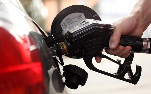 お金を節約するために月曜日にガスを買う