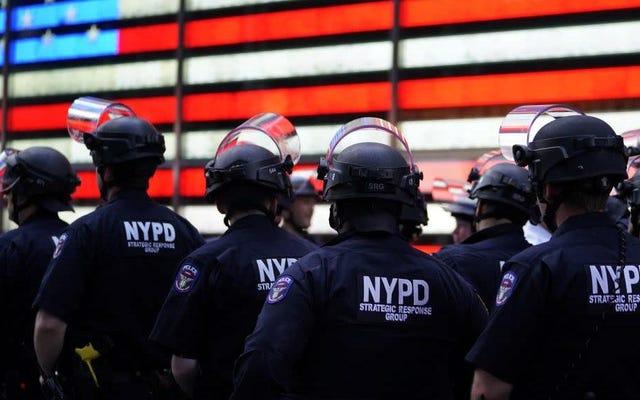 NYPDは、ウィキペディアのページから警察の残虐行為への言及を削除しようとしましたか?