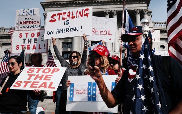 Facebook xóa 'Stop the Steal,' một nhóm ủng hộ Trump đằng sau các cuộc biểu tình