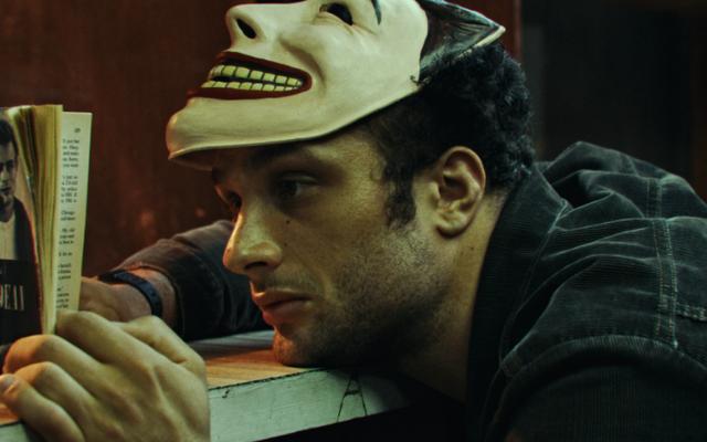 Funny Face met des citations effrayantes cinématographiques sur un hymne à l'authenticité urbaine