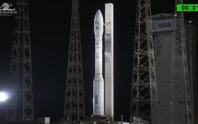 アラブ首長国連邦のスパイ衛星がロケットの故障後に大西洋に衝突