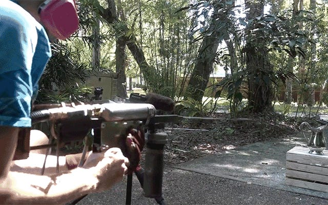 溶けた金属製の水鉄砲を作ることは、この夏を涼しく保つための最悪の方法です