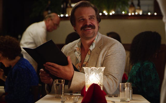 Stranger Things 'David Harbor Memiliki Pikiran Tentang Urutan Pasca Kredit