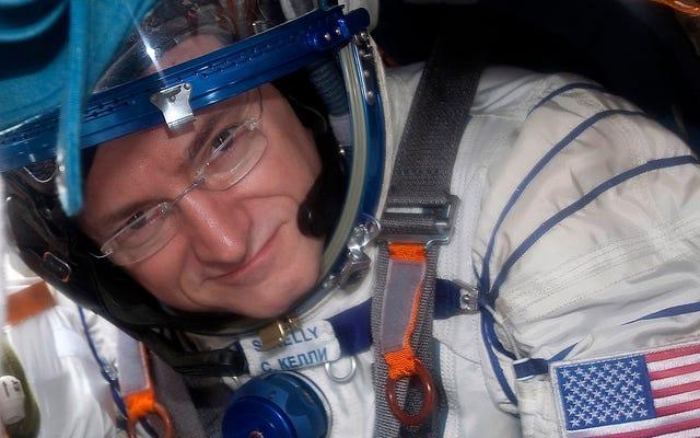 この宇宙飛行士は、老いも若きも同時に地球に戻ります
