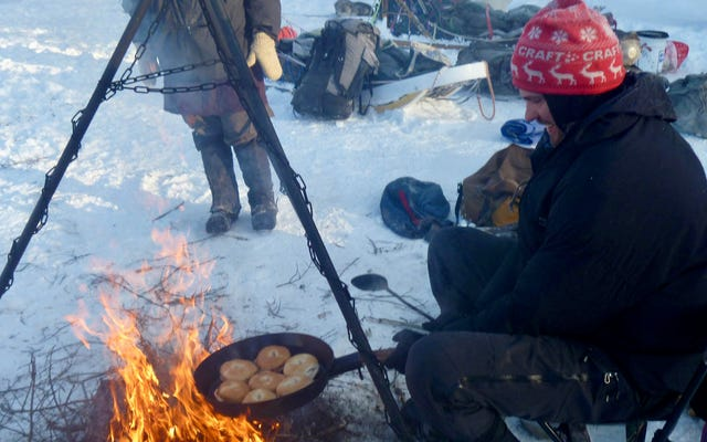 ドーナツは、特にキャンプファイヤーで調理するときに、すべてをより良くします