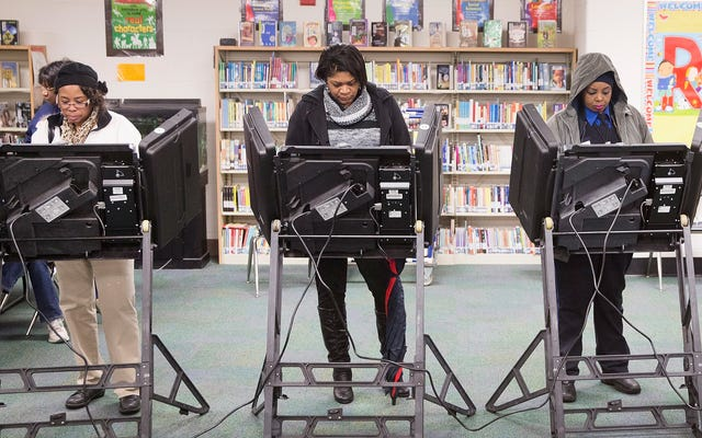 Milyonlarca Siyah Seçmen, Genellikle Yasadışı Bir Şekilde Seçmen Listelerinden Tasfiye Ediliyor: Rapor