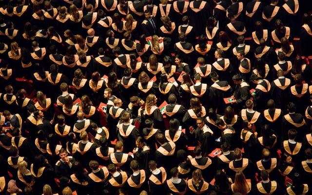 あなたの大学が推奨する学生ローンの支払いオプションは、あなたをさらに借金に陥らせる可能性があります