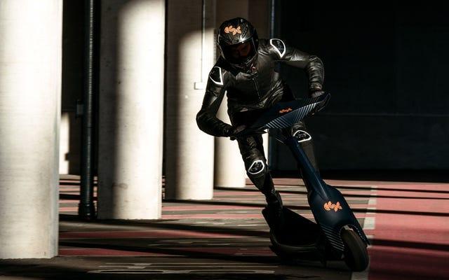 時速60マイルで電動スクーターのレースを見るのが待ちきれません