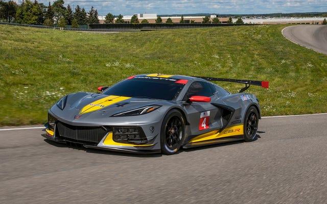 Bánh xe nhỏ hơn, động cơ nhỏ hơn, tốc độ lớn hơn: Corvette C8.R khác với xe đường trường như thế nào
