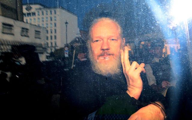Julian Assange bị bắt ở London: Dưới đây là 5 sự thật về Người đi trắng của Wikileaks