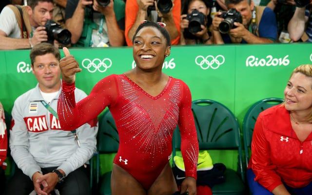 シモーネ・バイルズがゴールドストリークを続け、女子跳馬に勝つ