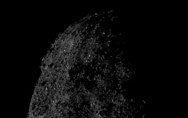 小惑星ベンヌのこの印象的な画像は、わずか690メートル離れて撮影されました