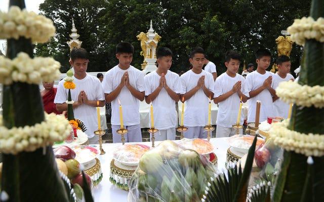 仏教僧として定められたタイの洞窟から救出された子供たち