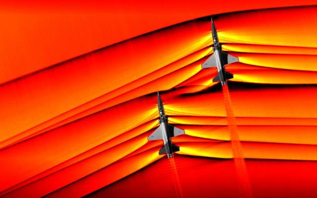 NASAは、2つの超音速ジェットから交差する衝撃波の史上初の画像をキャプチャします
