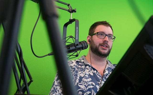 Twitch Streamer Populer Lainnya, King Gothalion, Moves To Mixer