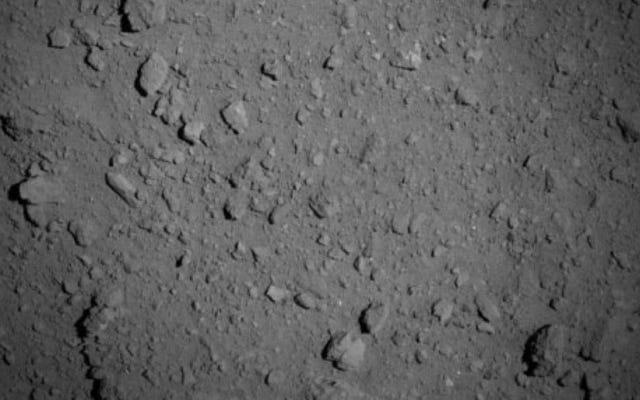 La sonda Hayabusa2 cattura la prima immagine ravvicinata dell'asteroide Ryugu