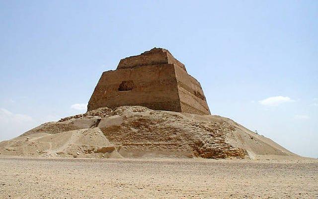 Kerangka seorang gadis remaja ditemukan di sebelah piramida misterius Meidum di Mesir