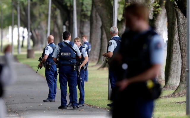 50 คนตายและบาดเจ็บหลายสิบคนในการโจมตีด้วยความหวาดกลัวของนิวซีแลนด์ที่สตรีมสดบน Facebook [อัปเดต]